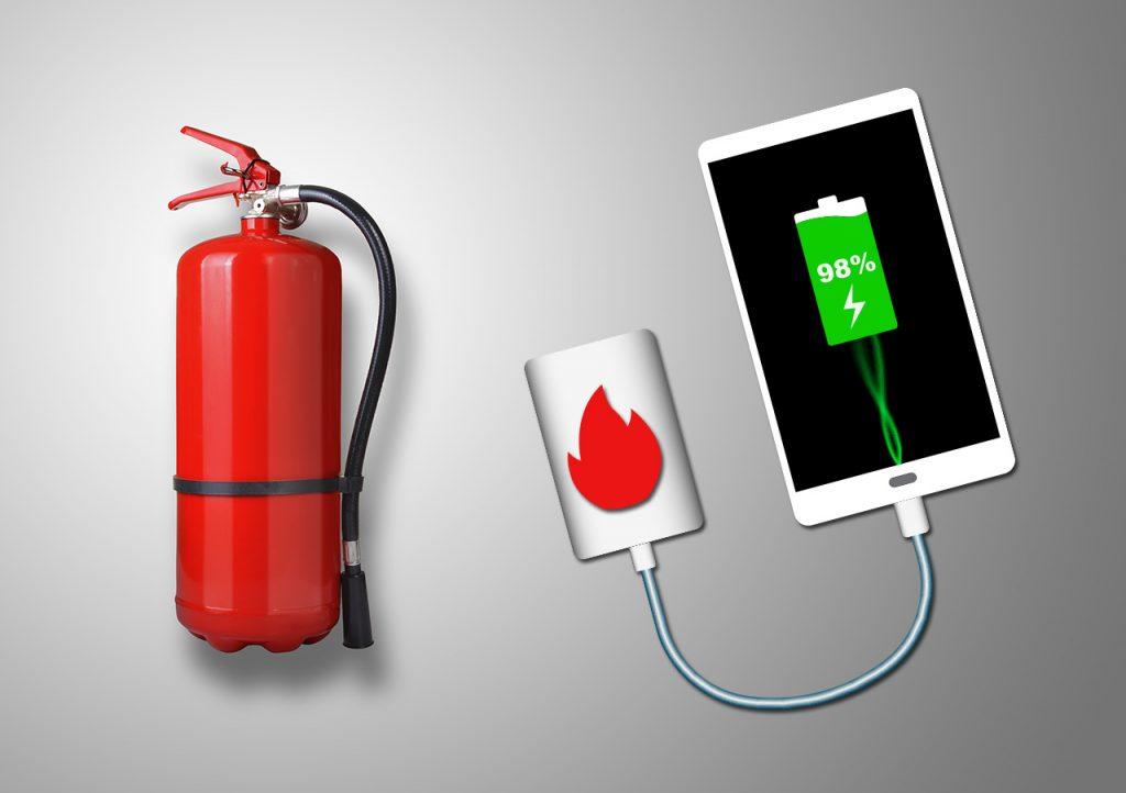 ¿Qué hago si de mi batería externa de móvil sale humo o llamas?